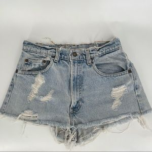 Levi's 505 distressed shorts *VINTAGE*